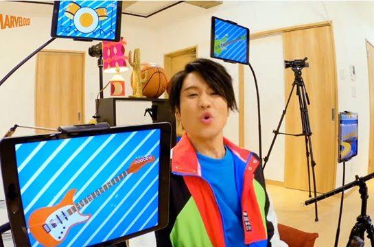 المغني Yusuke Saeki يرقص على افتتاحية Yu-Gi-Oh! SEVENS بمنزله أثناء الحجر!