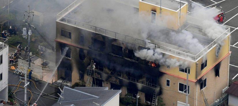 القضاء الياباني يحاكم المشتبه به في قضية حريق استوديو كيوتو أنميشن (بعد أكثر من سنة ونصف)