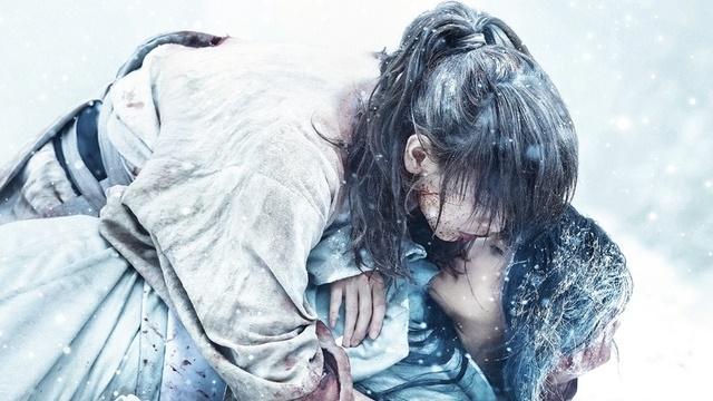إن Rurouni Kenshin الفيلم الياباني الوحيد الذي يحتل مركزين في شباك التذاكر الياباني!