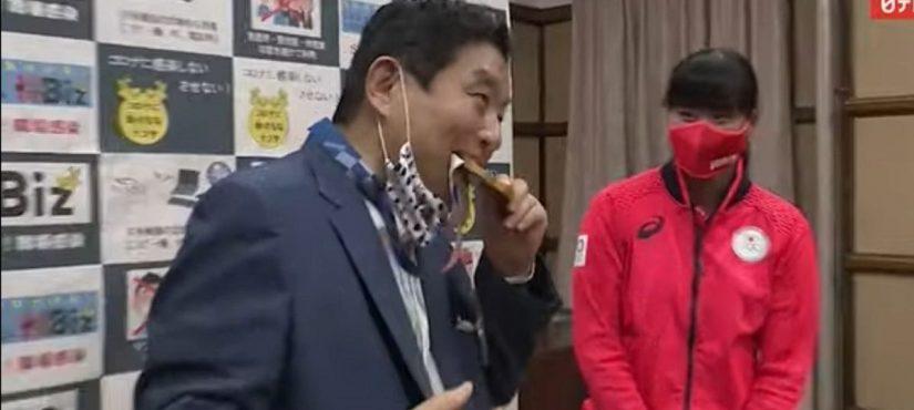 عمدة ياباني يتنازل عن راتبه لثلاثة أشهر، والسبب...؟!